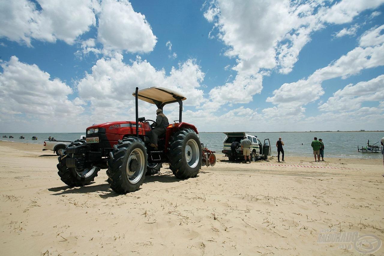 Még a terepjárók is elakadtak a homokban, de a segítség gyorsan megérkezett