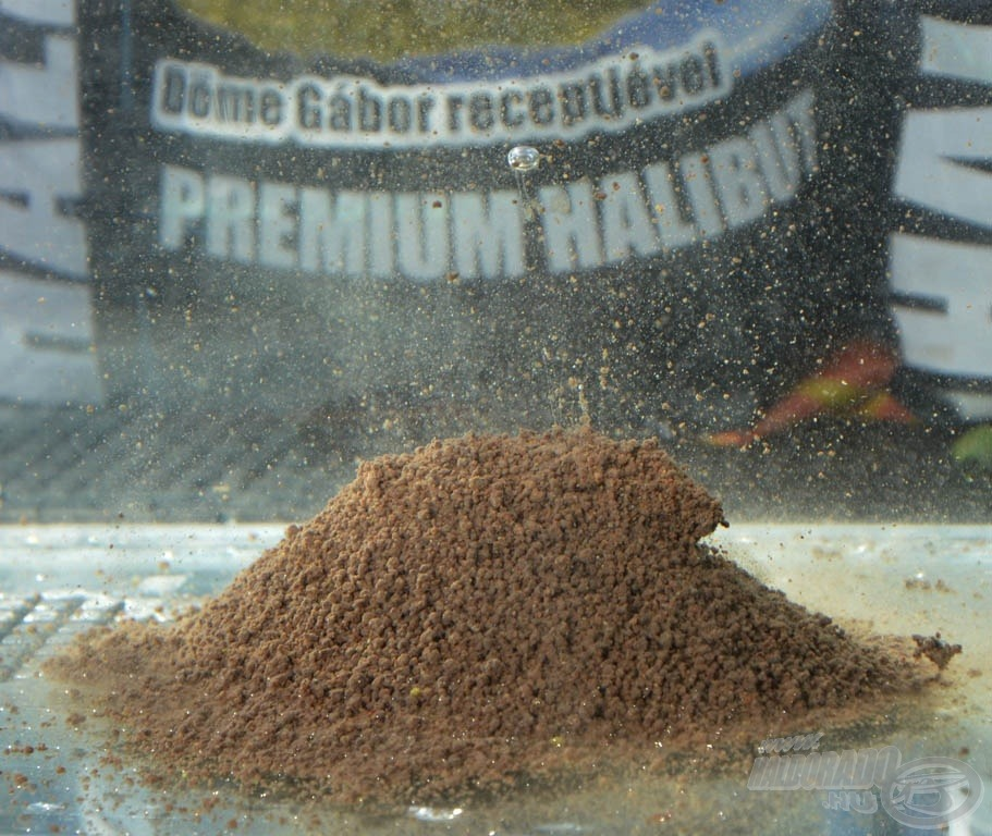A Premium Halibut etetőanyag alapja Black Halibut pellet őrleménye, amely magas fehérjetartalma mellett a legmagasabb halolaj tartalommal is bír