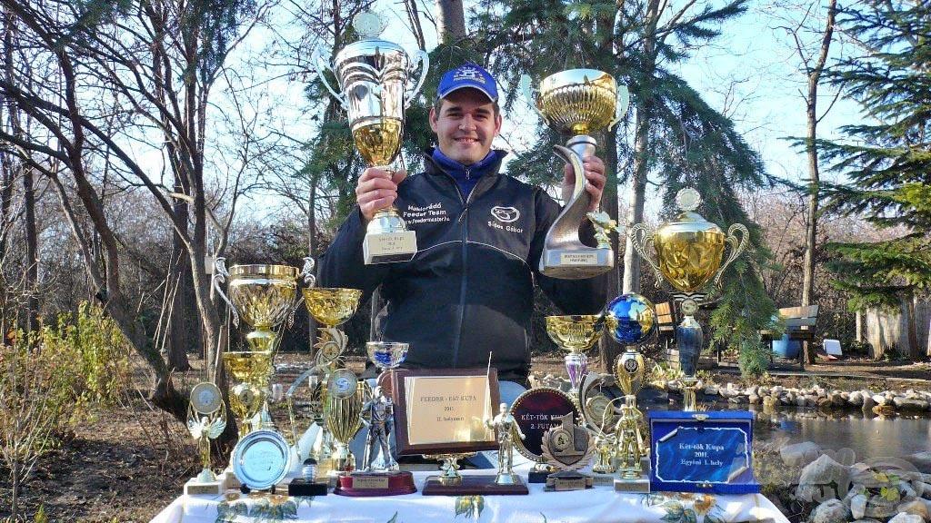 Megszállott feederhorgász, aki a Haldorádó Feeder Team tagja és a Haldorádó termékek segítségével éri el nagyszerű eredményeit. Ezeket a kupákat a 2011-es szezonban nyerte. Eredményei meggyőzők!