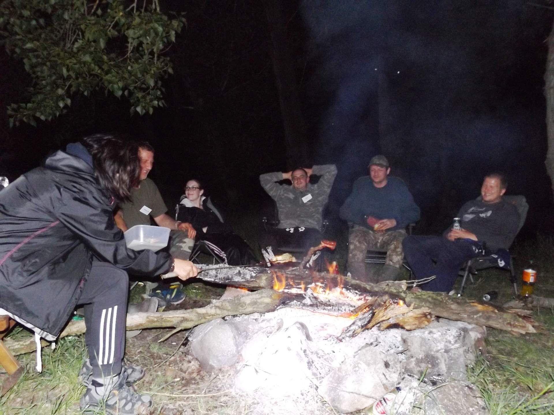 Esti tábortűz, sütés, főzés, jókedv, egyebek… legyél te is részese!