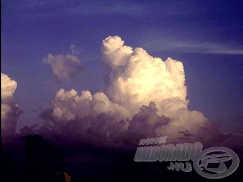 Az égen a felhők gyülekeznek