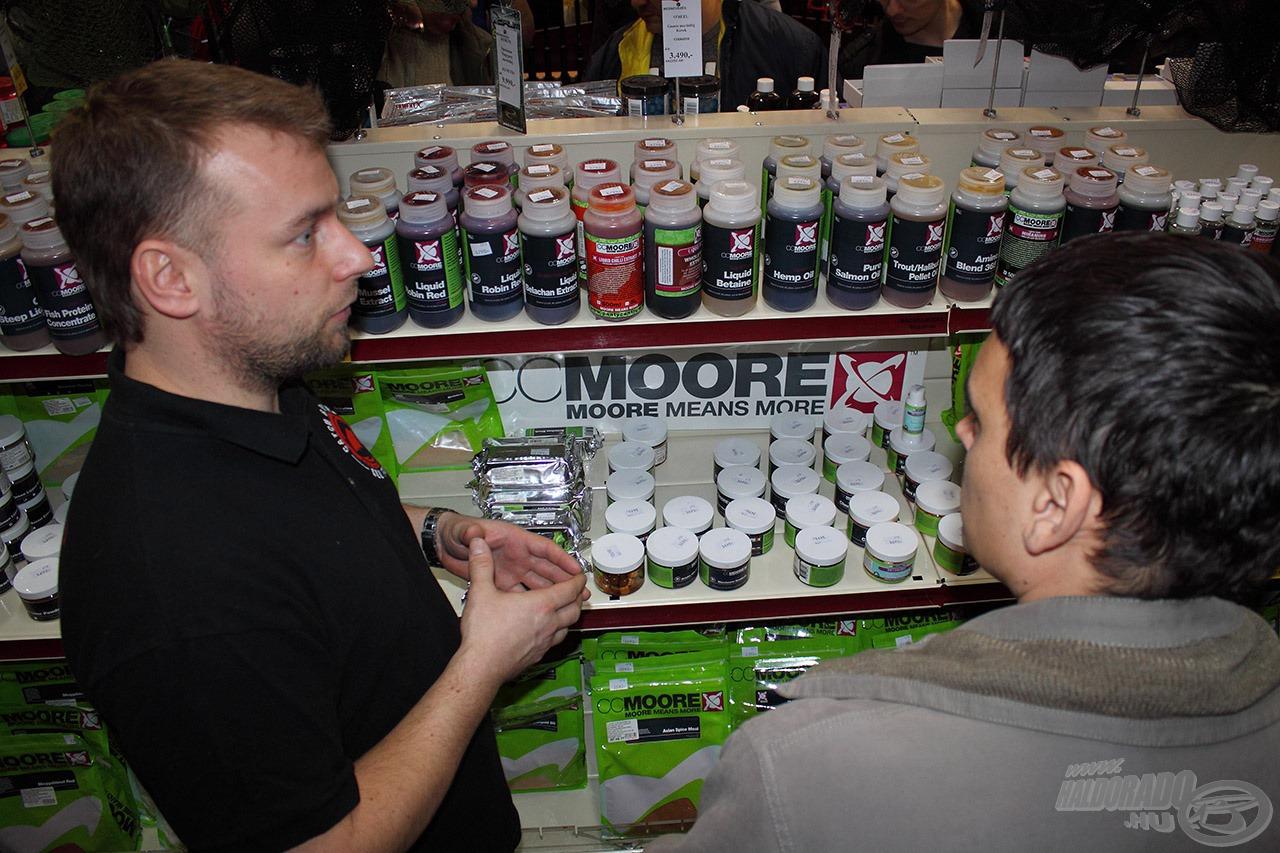 Mialatt a boltban is záporoztak a kérdések a CCMoore-al kapcsolatban a kollégákra